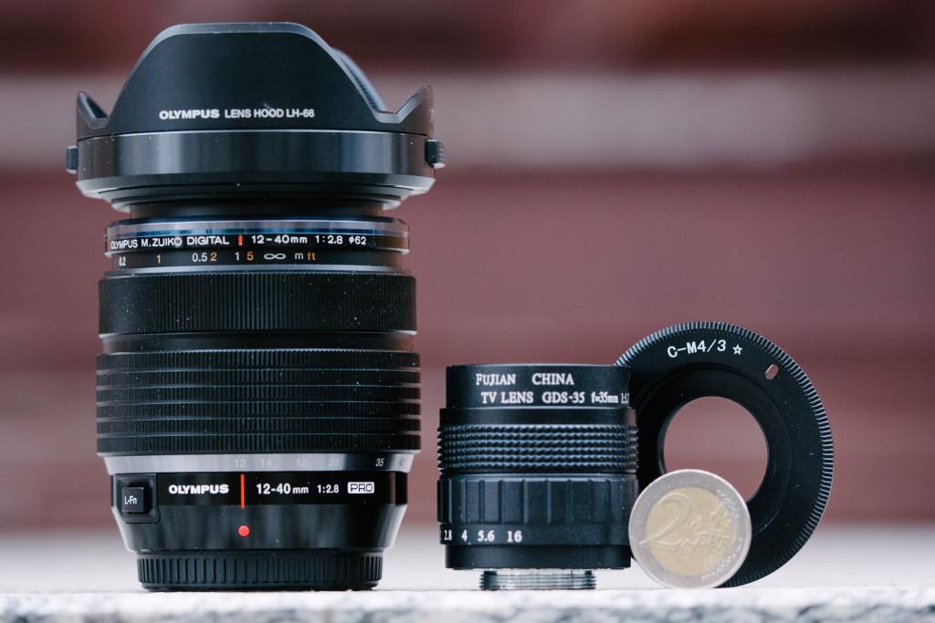 Das Fujian 35mm f/1.7 im Größenvergleich mit dem Olympus 12-40/2.8