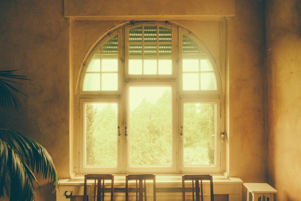 Gelbe Villa Fenster
