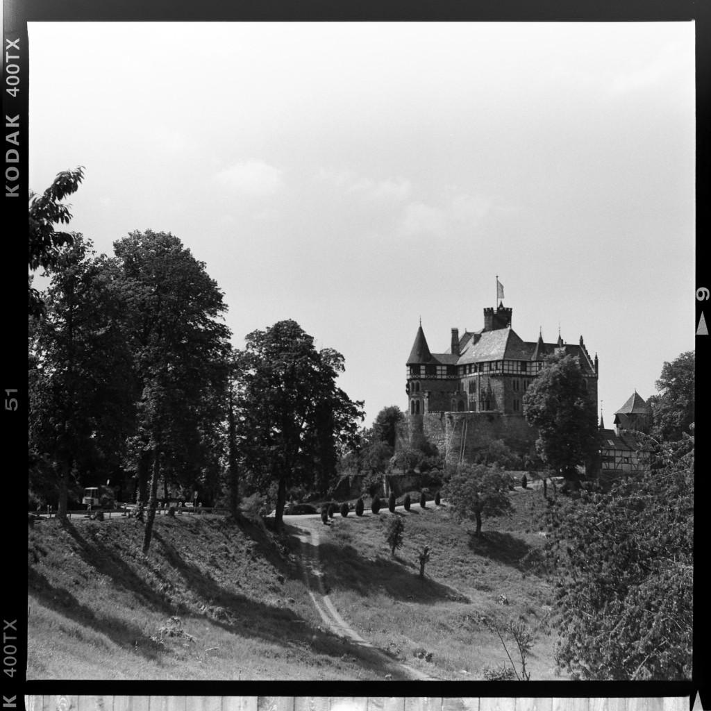 Schloss Berlepsch. Aufgenommen mit der Primar Bessa II auf Kodak Tri-X 400