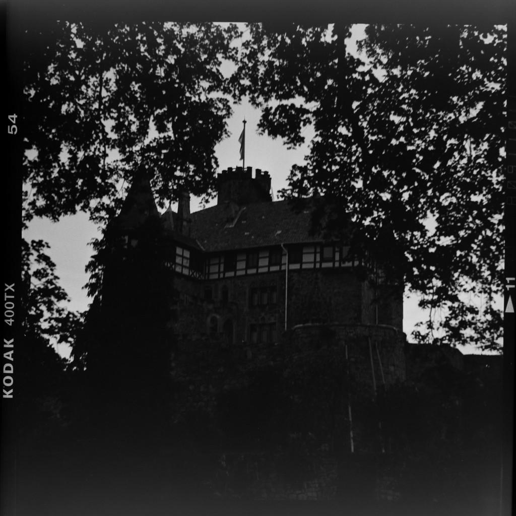 Schloss Berlepsch in der Abenddämmerung –Primar Bessa II auf Kodak Tri-X 400