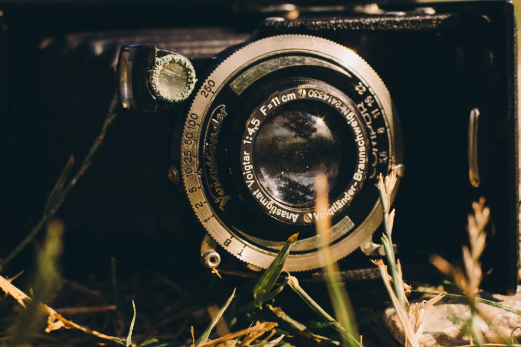 Voigtar 1:4,5 f=11cm – Heute würde man sagen 110mm f∕4,5 oder einfach Voigtar 110∕4,5 – 110mm entspricht etwa der Normalbrennweite