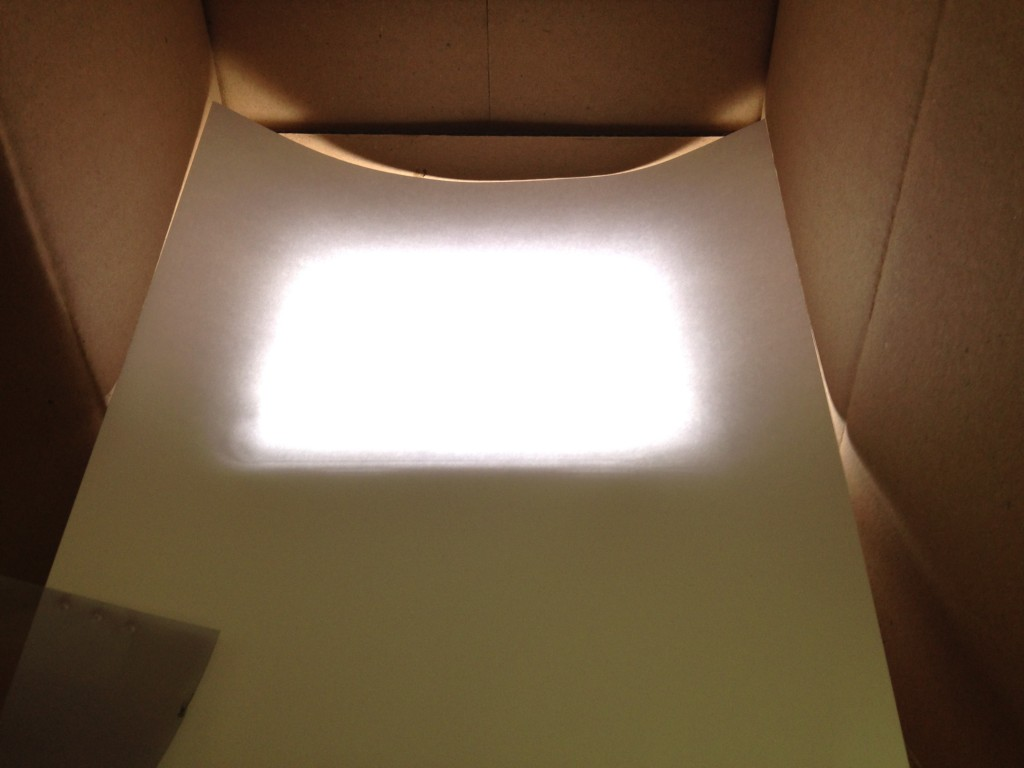 Ein Blatt Papier als Diffusor versteckt die einzelnen LED endgültig