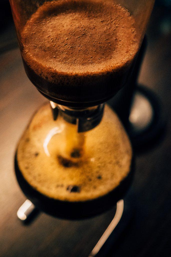 Kaffee-Zubereitung oder Phsyik-Unterricht –Die Grenzen sind fließend beim Syphon