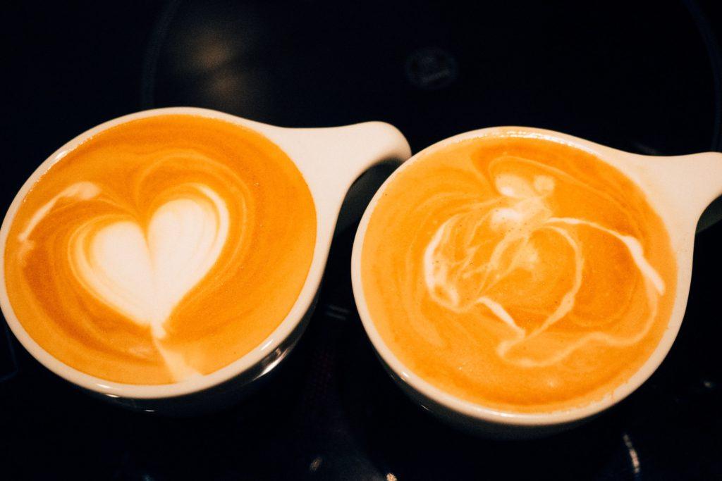 Latte Art – Links ein Herz von Michael, Rechts ein… äh… von mir