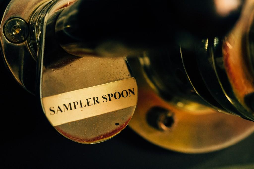 Man kann jederzeit ein paar Bohnen aus der Trommel holen um das Aroma zu prüfen