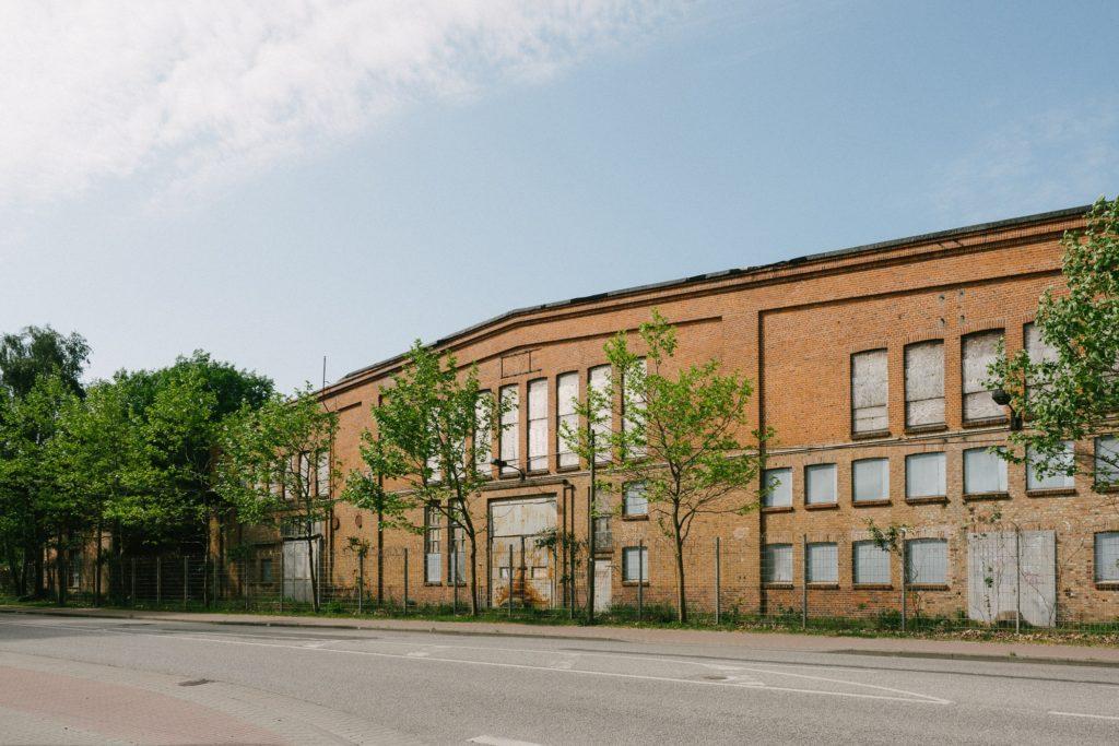 altes Industrie-Backsteingebäude