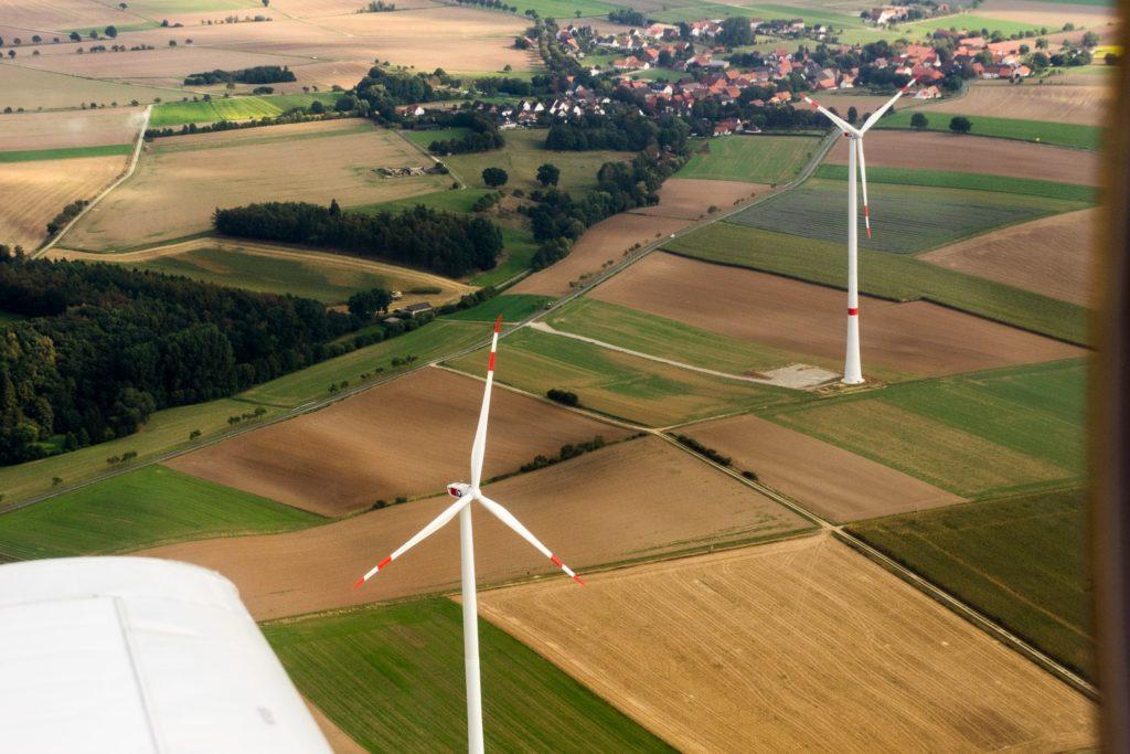 Flug um Windräder