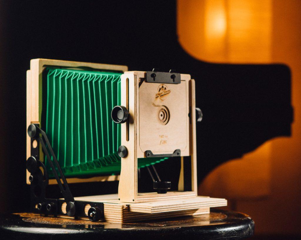 Intrepid 4×5 – Eine einfache Holzkamera die Mut zur Farbe zeigt